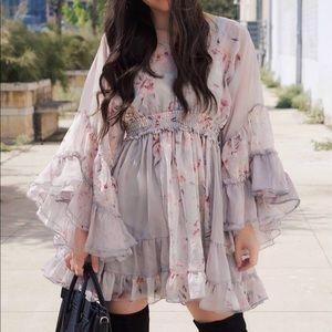Dresses & Skirts - Floral bell sleeve dress